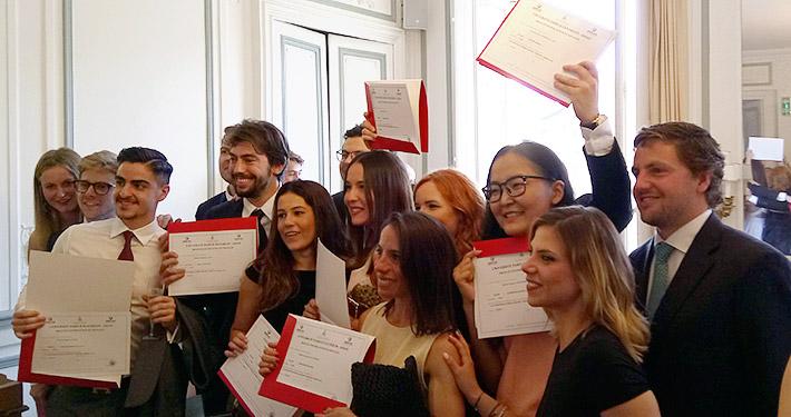 Graduation_Paris-2018_featured